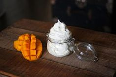 Make this luxurious mango body butter with a few simple ingredients. With all-natural ingredients, this body butter recipe perfect for any skin type. Leave In, Homemade Body Butter, Mango, Coconut Oil Uses, Butter Recipe, Flavored Butter, Tips Belleza, Homemade Beauty, Diy Beauty