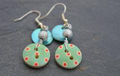 Boucles d'oreilles, boutons bois dessins pois et nacres - Bijoux fantaisie TessNess : Boucles d'oreille par tessness