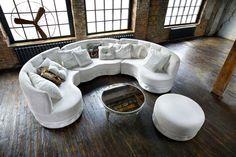Диван Манхэттен позволяет создавать совершенно разные композиции, преобразовывая ваш интерьер. Отсутствие прямых углов и потрясающая эргономика, позволяют с удобством расположиться на диване.