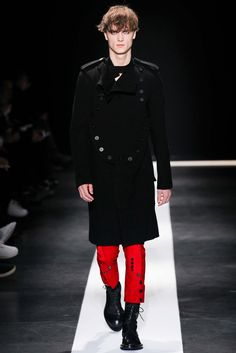 I like the styling on these pant legs.  Ann Demeulemeester Fall 2015 Menswear - Collection - Gallery - Style.com