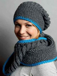 Anleitung: Loop-Schal und passende Mütze stricken Biathlete Magdalena Neuner is a real knit-ace. Today she shows us how to make a loop scarf and a visually fitting cap Baby's sleep problems:Free guide: LooFree guide: Loo Baby Knitting Patterns, Loom Patterns, Crochet Patterns, Motifs Beanie, Knitted Hats, Crochet Hats, Scarf Crochet, Scarf Knit, Free Crochet