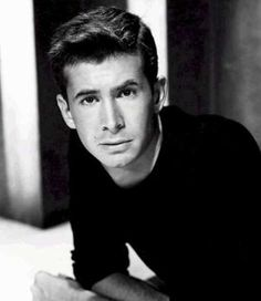 Anthony Perkins -nthony Perkins (April 4, 1932 – September 12, 1992) was an American actor. He was nominated for the Academy Award for Best Supporting Actor for his second film, Friendly Persuasion, but is best known for playing Norman Bates in Alfred Hitchcock's Psycho and its three sequel