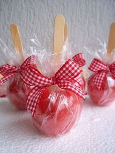 Tips to organize a June / Julina Party at home - barnyard birthday - Barnyard Party, Farm Party, Picnic Birthday, Birthday Party Themes, Anniversaire Cow-boy, Red Riding Hood Party, Snow White Birthday, Cowboy Party, Animal Birthday