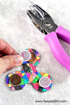 Color and make your own fidget spinner! This DIY fidget spinner is great for keeping kids busy and happy! The kids love it because they get to decorate their own fidget spinner. The adults love it because It's easy and comes together quickly. Get the full instructions and free printable at www.TeepeeGirl.com. Fidget Spinner Craft, Fidget Spinner Template, Fidget Spinner Tricks, Cool Fidget Spinners, Vbs Crafts, Glue Crafts, Pokemon Go, Pokemon Party, Mexico Crafts