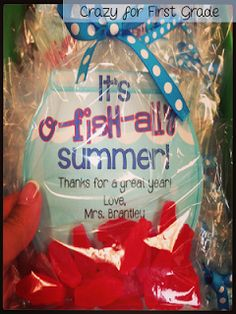 end of the year gift - Sweedish fish - O-fish-ally summer! Crazy for First Grade: Five for Friday {with a freebie for you}! School Treats, School Gifts, Student Gifts, Teacher Gifts, End Of School Year, End Of Year, Summer School, School Days, School Stuff