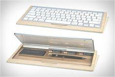 Vous pouvez ranger vos stylos dans le repose-poignets