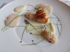 De Librije (Netherlands) Three ways of smoked scallop (fried,  tartare and sliced)