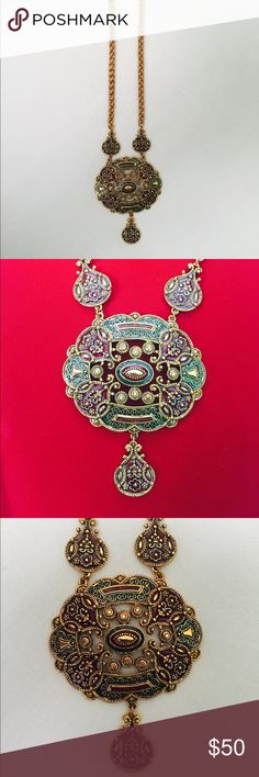 ✨Joan Rivers collectible necklace, gold✨ Statement necklace by Joan Rivers. This is very beautiful and has a vintage look. It was gold with red and maroon accents. Pair it with your favorite black dress for and some curls for a classy, glamorous look. Jewelry Necklaces