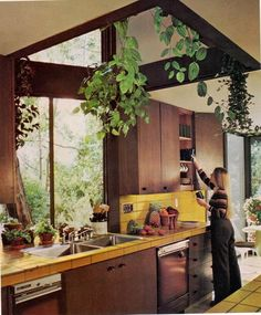 Fabulous and Frightening Kitchens My dream 1970 s hippie kitchen.My dream 1970 s hippie kitchen. Vintage Interior Design, Vintage Interiors, Vintage Design, Interior Design Kitchen, Interior Decorating, 1980s Interior, Interior Office, Decorating Kitchen, Diy Interior
