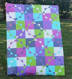 It was tough to get a good picture of this gorgeous quilt because of all the wind but I was so excited to finish this from using solids! I absolutely LOVE this pattern which uses layer cake squares and went together Lap Quilts, Scrappy Quilts, Quilt Blocks, Layer Cake Quilt Patterns, Layer Cake Quilts, Layer Cakes, Quilting Projects, Quilting Designs, Quilting Ideas