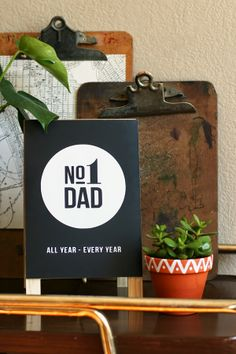 Father's Day No. 1 Dad Easel using Cutting Machine and Adhesive Vinyl Fathers Day Cake, Fathers Day Crafts, Gifts For Father, Diy Father's Day Gifts, Father's Day Diy, Daddy Day, Cool Diy Projects, Craft Projects, Dads