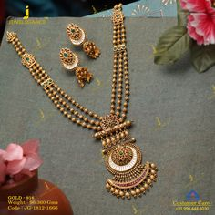 Let the long tales of gold describe your beauty. Get in touch with us on Gold Mangalsutra Designs, Gold Jewellery Design, Handmade Jewellery, Boutiques, Antique Necklace, Gold Necklace, Gold Earrings, Gold Jewelry Simple, Jewelry Patterns