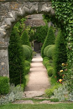 Abbey House Gardens, Malmesbury, UK, photo by Loindsey Renton Formal Gardens, Outdoor Gardens, Garden Cottage, Home And Garden, English Garden Design, Topiary Garden, The Secret Garden, Garden Spaces, Dream Garden