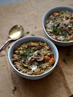A receita que partilho hoje é um estufado de lentilhas com cogumelos, abóbora, alho-francês e arroz selvagem, perfeita para os dias de outono.