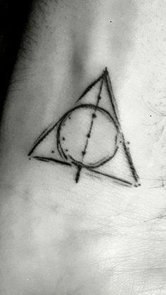 Deathly Hallows Tattoo! Wrist tattoo!! Tatuagem das Relíquias da Morte de Harry Potter!!