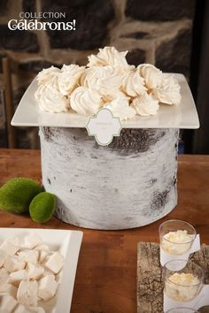 Mariage, Collection Célébrons   Recette de meringues  Meringues recipe White sweet table Dessert Tables, Xmas Party, Magazine, Desserts, Recipes, Wedding, Collection, Food, Weddings