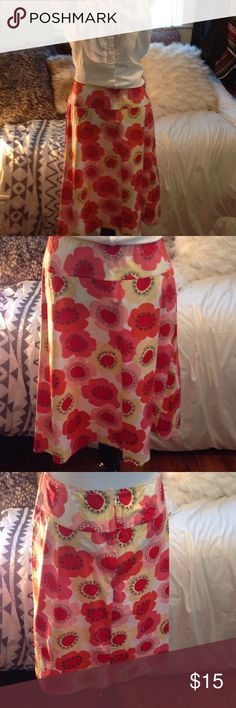 🌺FLOWER SKIRT 🌺Size 7 Cream skirt with flowers. Pinks, reds and tan. Adorable patter. Back zipper 97% cotton with 3% spandex for the perfect skirt Skirts A-Line or Full