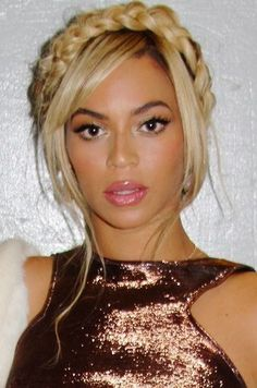 <b>These celebs know exactly how to jazz up their gorgeous locks.</b>