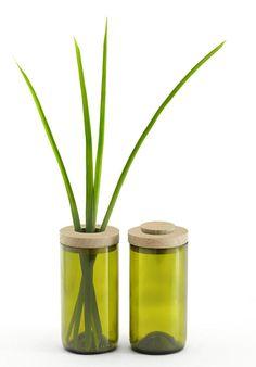 So gut kann Upcycling sein: Eine Dose und gleichzeitig, dank dem zweiteiligen Deckel, eine stylische Vase. Alles gefertigt aus einem alten Weinglas. #greenliving #hessnatur #sustainable #sidebyside
