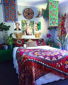 40 cozy boho bedroom design that'll make you want to redecorate asap Stylish Bedroom, Cozy Bedroom, Bedroom Decor, Glam Bedroom, Bedroom Chair, Modern Bedroom, Apartment Therapy, Fridah Kahlo, Bedroom Ideas Pinterest