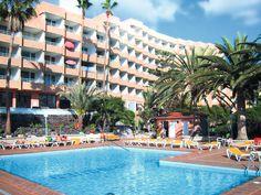 Borinquen is een gezellige accommodatie met een uitstekende service, centraal gelegen met het strand op loopafstand.    In de tuin van het complex vindt u het zwembad met zonneterras, ligbedden en tegen betaling matrasjes. Voor het nuttigen van een drankje kunt u terecht bij de bar.     Op ca. 250 m van Borinquen vindt u het strand 'Playa de Troya' en het gezellige centrum. Vlakbij het appartementencomplex is een supermarkt. Officiële categorie **