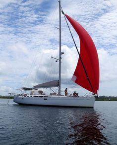 Boat in Bocas del Toro Province, Panama. SEA LEVEL is a beautiful  sailing yacht . . . Pristine waters and perfect water temperature. Skipper Axel takes you around the islands . . . Dolphin Bay - Crawl Cay - Zapatillas - Isla Pacharos - Red Frog You have one of two double cabins with you...