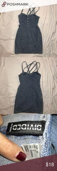 Adorable denim jean dress Sleeveless jean dress has zipper on side pockets on sides H&M Dresses Mini