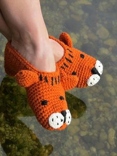 tiger papuče tiger papuče Beer Photos, Crochet Slippers, Orange Color, Colour, Crotchet, Really Cool Stuff, Christmas Time, Craft Supplies, Crochet Necklace
