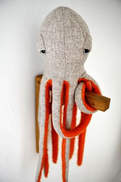 Juguete de peluche hecho a mano: Pulpo - Hand crafted Plush toy Octopus Stuffed Animal by BigStuffed Sewing Projects For Beginners, Sewing Tutorials, Sewing Hacks, Sewing Basics, Diy Projects, Octopus Stuffed Animal, Stuffed Animal Patterns, Octopus Plush, Stuffed Animal Diy