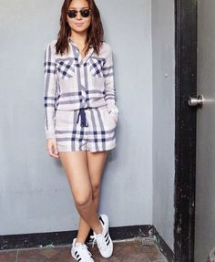This is the pretty Kathryn Bernardo dressed casually in a casual jumpsuit and white and black Adidas skate shoes during ASAP at the ABS-CBN Studio 10 last year. Kathryn Bernardo Outfits, Child Actresses, Casual Jumpsuit, Picture Collection, Black Adidas, Well Dressed, Asian Beauty, Fashion Models, Casual Outfits