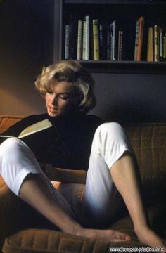 Marilyn..wears a look easily worn by Audrey Hepburn. Are you curvy? copy Marilyn:)