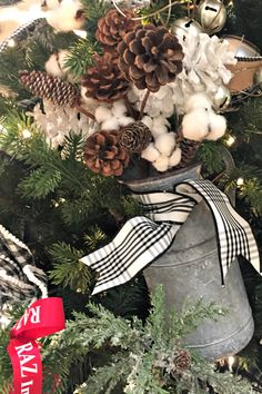 The current farmhouse design is not just for rooms. The farmhouse design completely displays the entire style of the house and the family tradition also. This totally reflects the entire style… Modern Farmhouse Design, Vintage Farmhouse, Farmhouse Decor, Farmhouse Style, Ribbon On Christmas Tree, Christmas Wreaths, Christmas Crafts, Christmas Ideas, Plaid Christmas