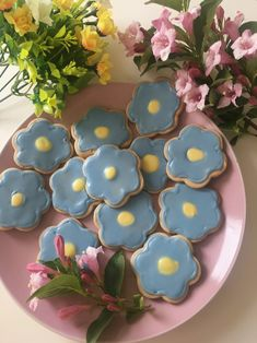 Revelation — My attempt at forget-me-not cookies ☺️🌿 Pretty Birthday Cakes, Pretty Cakes, Forget Me Not Cookies, Cute Baking, Good Food, Yummy Food, Think Food, Cute Desserts, Cute Cookies