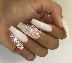 Semi-permanent varnish, false nails, patches: which manicure to choose? - My Nails Cute Acrylic Nails, Acrylic Nail Designs, Fun Nails, Holiday Acrylic Nails, Pastel Nails, Holiday Nails, Gorgeous Nails, Pretty Nails, Crome Nails