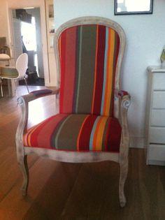 mooie oude stoel met stof collioure door Wendy Entzinger. http://www.kleurmeester.nl/kleurrijke-stoffen/katoenen-stoffen-online/katoen-collioure