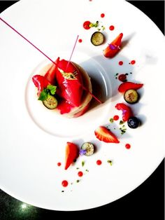 My shortcut: Ball of ice cream and strawberry sauce and sliced strawberries and crushed pistachios on rim (dessert presentation food plating) Food Design, Joel Robuchon, Fancy Desserts, Food Decoration, Culinary Arts, Food Plating, Plating Ideas, Creative Food, Creative Ideas