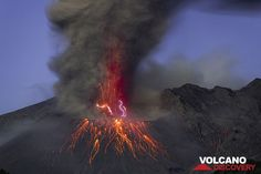 Lightning at the base of the ash column with continuing fountains of incandescent lava. (Photo: Tom Pfeiffer)