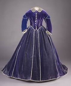 Mary Todd Lincoln's velvet gown This gown was made by Elizabeth Keckley- an African American seamstress who used her sewing talents to buy her freedom (and her son's) prior the American Civil War. Images courtesy The Smithsonian