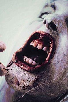 Tratament acnee, cosuri si puncte negre de la Thursday Plantati  http://www.youtube.com/watch?v=jNcw3mLKMeY