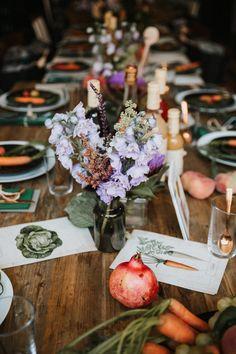 Inspiration für Tisch-Dekoration im Herbst mit Blumen, Obst und Gemüse zum Respect Food Event im sisterMAG Office.