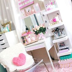 The beauty room of a Glamorous Princess!! I am so love with her Ledys style and Pink taste!!!@beautyamorie One of my favorite accounts!!! And she looks like a glam doll!!Go follow beauties!!! #slmissglam #pinkglam #s4s
