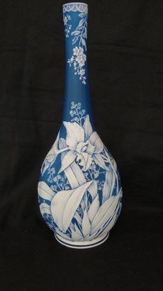Thomas Webb Blue Cameo glass vase in outstanding mint condition. Perfumes Vintage, Glass Engraving, Wood Vase, Bottle Vase, Carnival Glass, Glass Design, Flower Vases, Art Decor, Art Nouveau