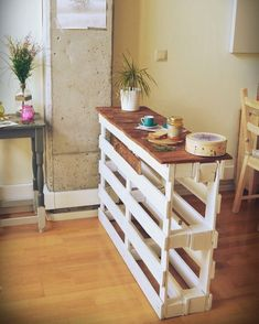 Bom dia! Se liga nessa ideia bacana de balcão com paletes de madeira. Fica legal né? Um dia maravilhoso pra vocês  #ideiasdiferentes #referencia