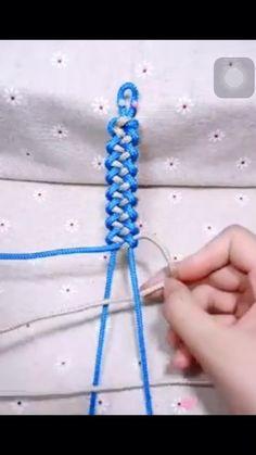 Yarn Bracelets, Diy Bracelets Easy, Bracelet Crafts, Ankle Bracelets, Embroidery Designs Free Download, Simple Embroidery Designs, Macrame Bracelet Patterns, Diy Friendship Bracelets Patterns, Diy Accessoires