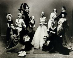 The Gang's All Here: 7 Iconic Group Model Vogue Covers Photos Irving Penn Portrait, Dorian Leigh, Claire Mccardell, Richard Avedon, Vogue Covers, Vogue Russia, Female Poses, Elegant Woman