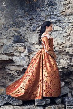 www.facebook.com/esaikha www.esaikha.fr This is the first Renaissance dress I made for me. It's a florentine gown, circa 1560, made of a red/golden brocade, worn on a corded petticoat, stays and co...