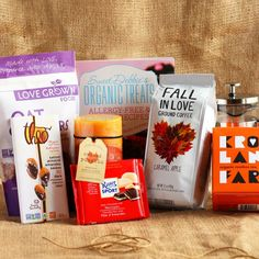 Have you entered I Love Vegan's Autumn Giveaway? I'm super excited about this one, it was so fun picking out fall-themed vegan products! Find out how to enter, rules, and all about the prizes on my blog (link in profile!) Some of the goodies we've picked out: caramel apple coffee, organic rooibos tea, dark chocolate bars (marzipan & salted almond), and an AMAZING smelling pumpkin sprice candle infused with maple syrup. I think you guys are going to love this stuff!
