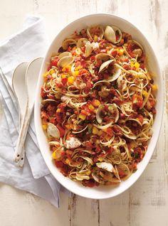 Linguines aux palourdes et au chorizo | Ricardo Spaghetti Squash, Chorizo, Ratatouille, Paella, Food Porn, Food And Drink, Favorite Recipes, Ethnic Recipes, Polenta