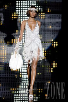 Zuhair Murad - Couture - Fall-winter 2006-2007 - http://www.flip-zone.net/fashion/couture-1/fashion-houses/zuhair-murad,5