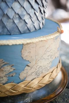 Map of Westeros on a Game of Thrones themed wedding cake | Candice Benjamin Photography | see more on: http://burnettsboards.com/2014/04/game-thrones-themed-wedding-2/